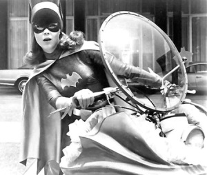 batman-batwoman-cape-motorcycle-old-school-Favim_com-163501