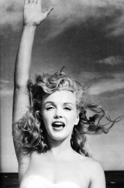 Marilyn Monroe triumphant.jpg