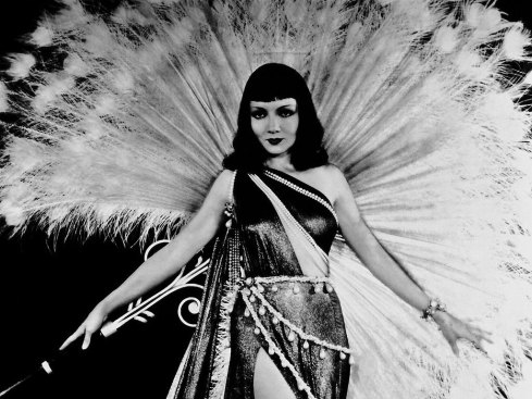 Claudette-Colbert-as-Cleopatra-classic-movies-4147584-1024-768
